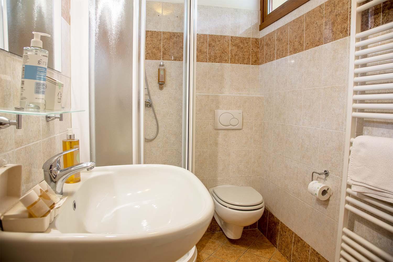 Bathroom Ground Floor Villa Olivee Bellagio